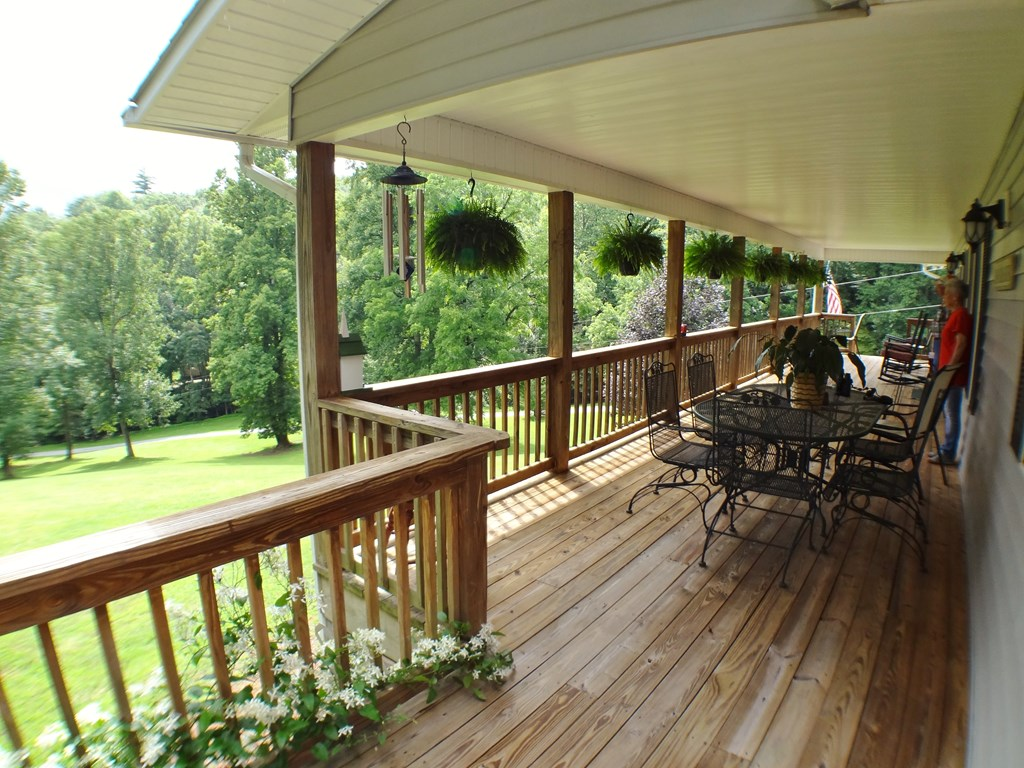 Fron porch and deck